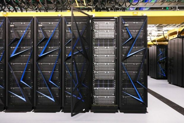 Summit-supercomputer---side-view-(wide-shot)-TAFA.jpg